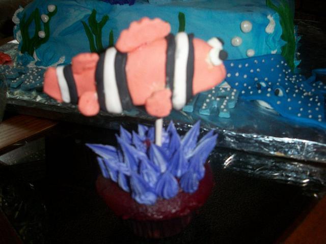 Nemo cake pop