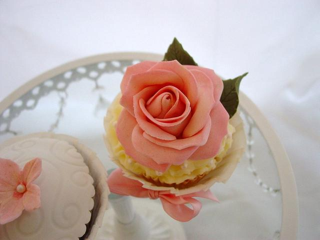 Pink Floral Mother's Day cupcakes