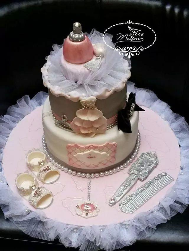 A pretty cake for a pretty girl !
