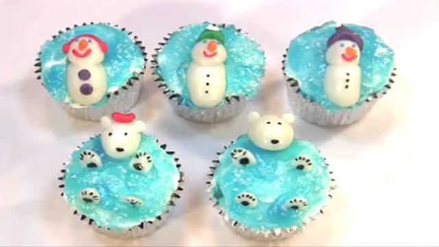Floating snowmen and polar bears cupcakes