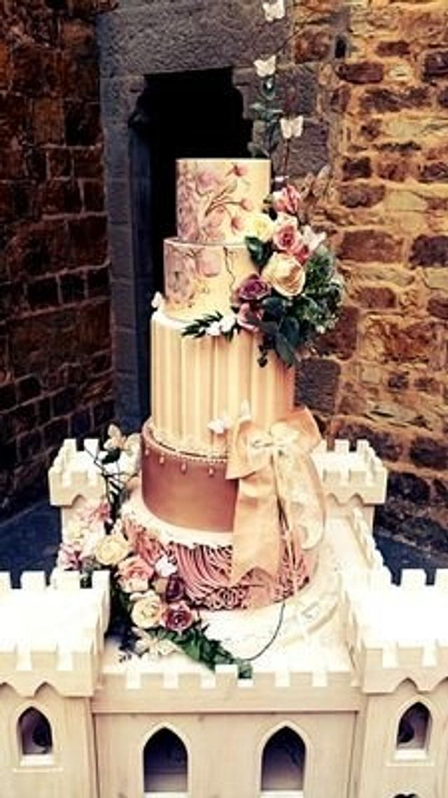 Here is one of my favourite wedding cakes 😊