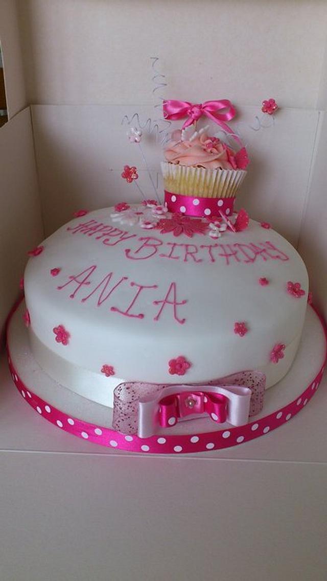 Cupcake topper cake