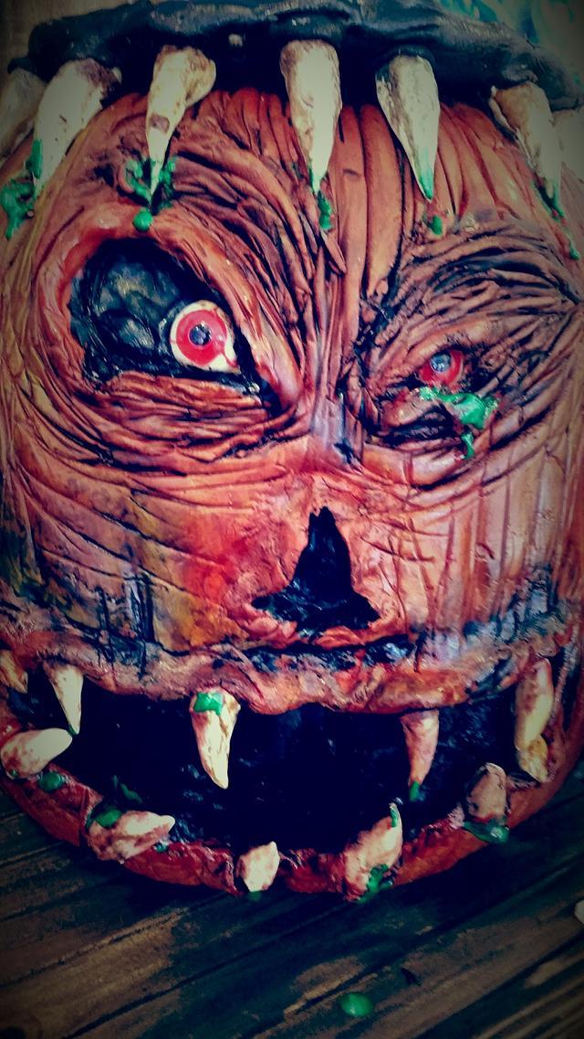 creepy pumpkin and cauldron cake by Liz Huber @Cakery Creation