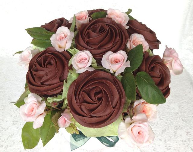 Dark chocolate cupcake bouquet with baby roses