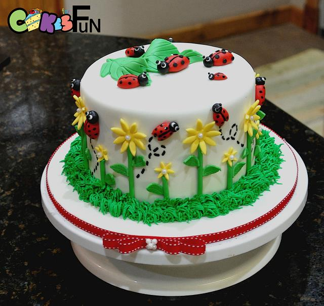Ladybug Cake With Cupcakes