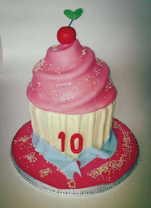 Cupcake Cake for my daughters 10th birthday
