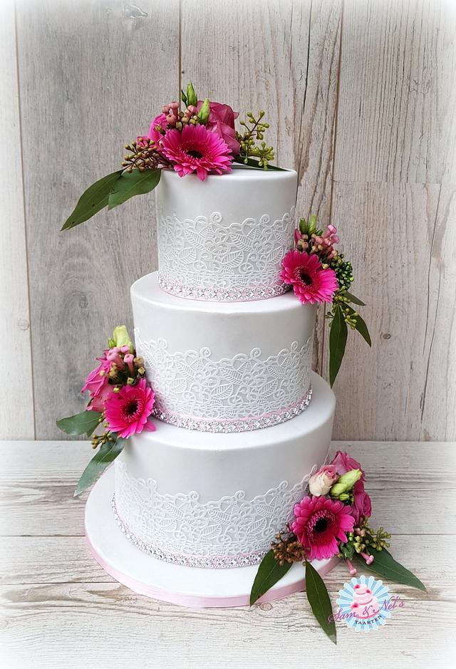 Real flowers weddingcake