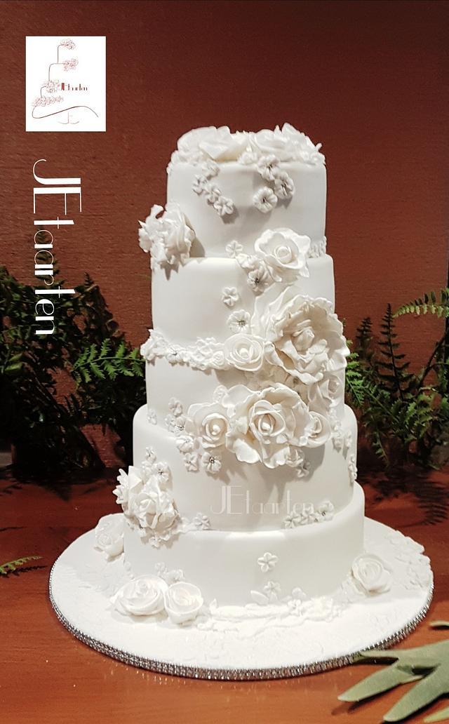 All white weddingcake