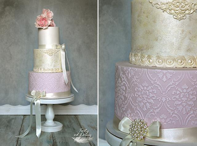 Vintage wedding cake..