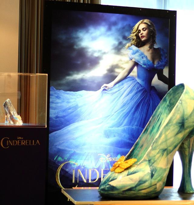 Disney Cinderella Glass Slipper 4ft Sculpted Cake