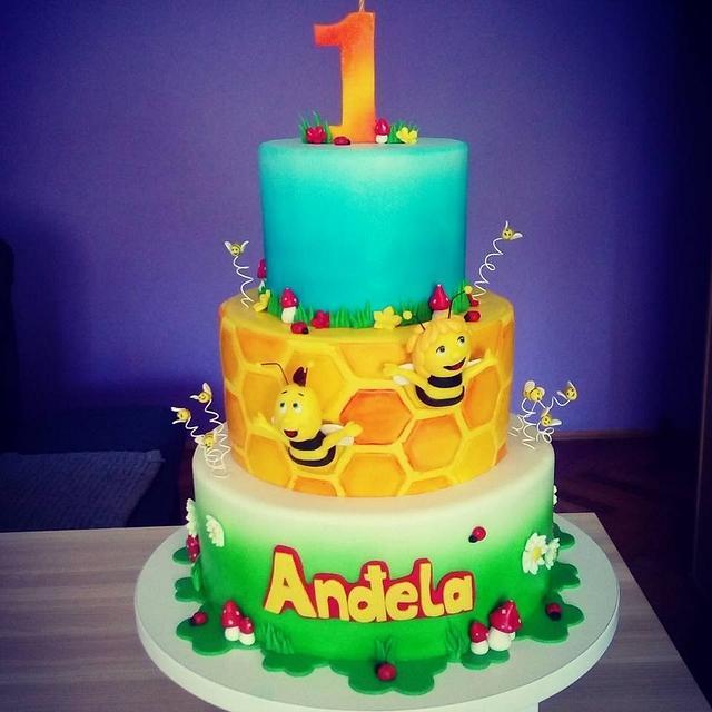 Maja the Bee cake