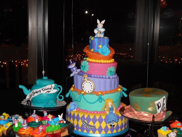 Alice in Wonderland Cakes and Cupcakes