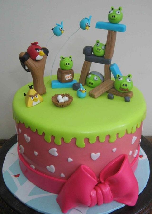 Pinky angry birds cake