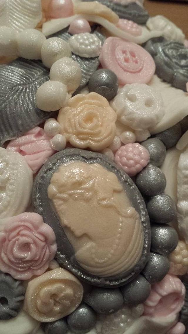 Buttons and beads Christmas cake