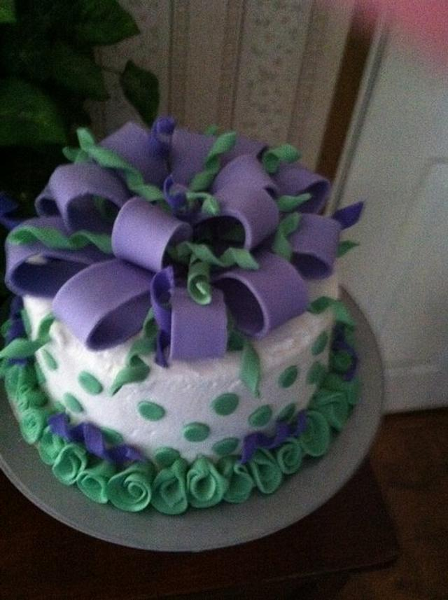Big Bow cake and curlies