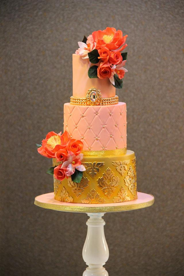 Wedding Cake in Gold and Pink !