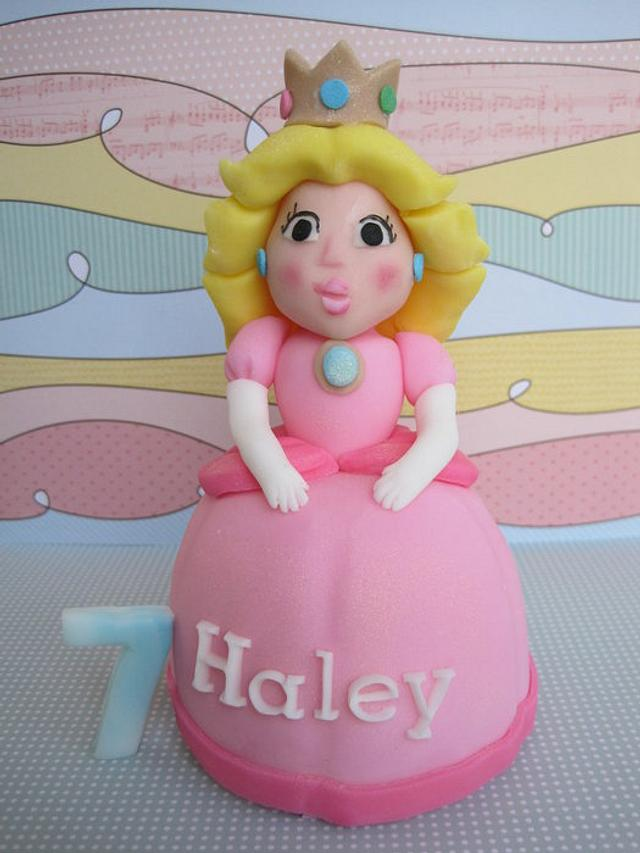 Princess Peach cake topper
