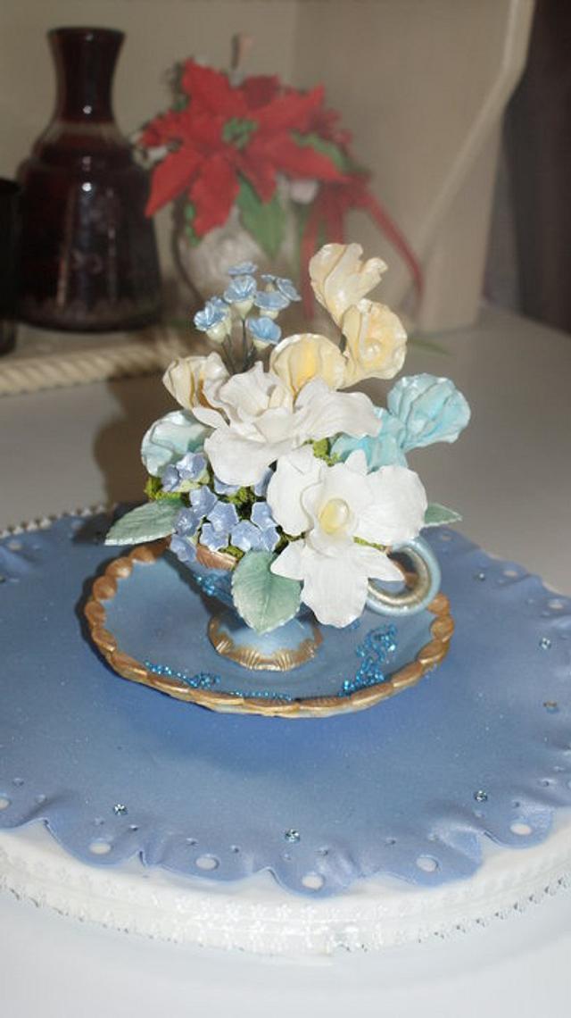 Gumpaste teacup for birthday cake