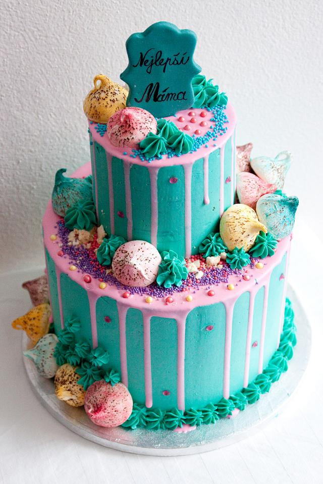 Drip cake with meringues
