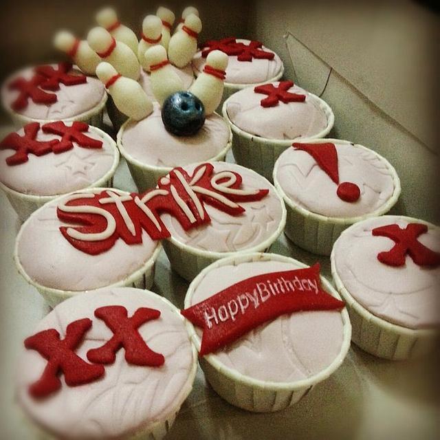 Bowling Theme cupcakes