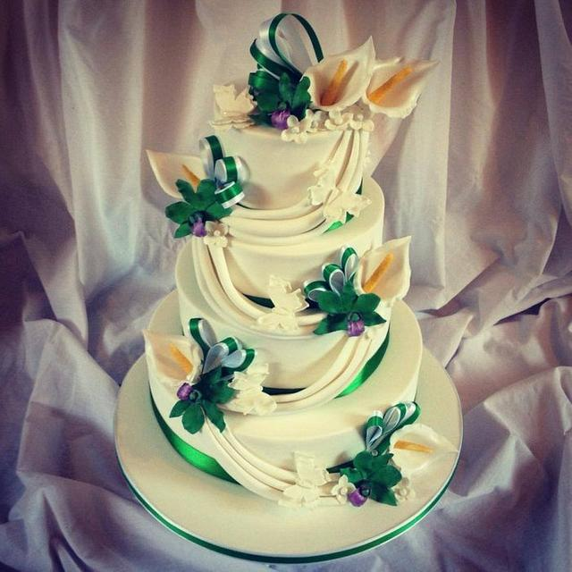 Singapore Orchid and Calla Lily Wedding Cake