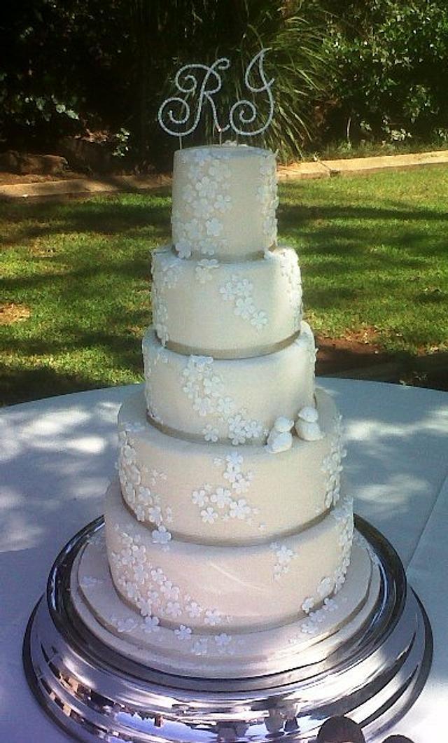 5 tier ivory wedding cake