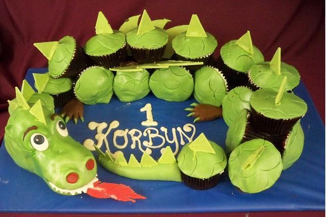 Wondrous Dragon Cup Cake Birthday Cake Cake By Elisabethscakes Cakesdecor Personalised Birthday Cards Veneteletsinfo