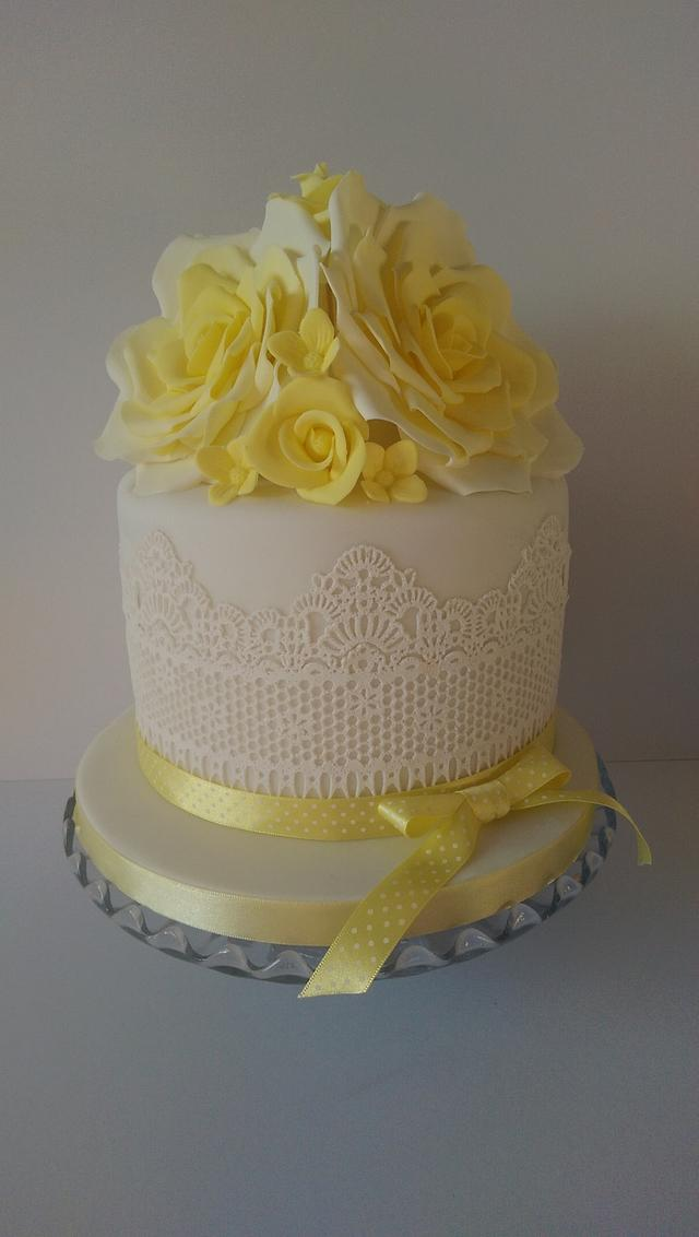 Yellow rose and lace cake.