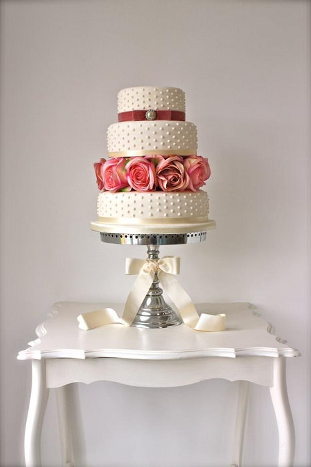 Pearls & Roses Wedding Cake
