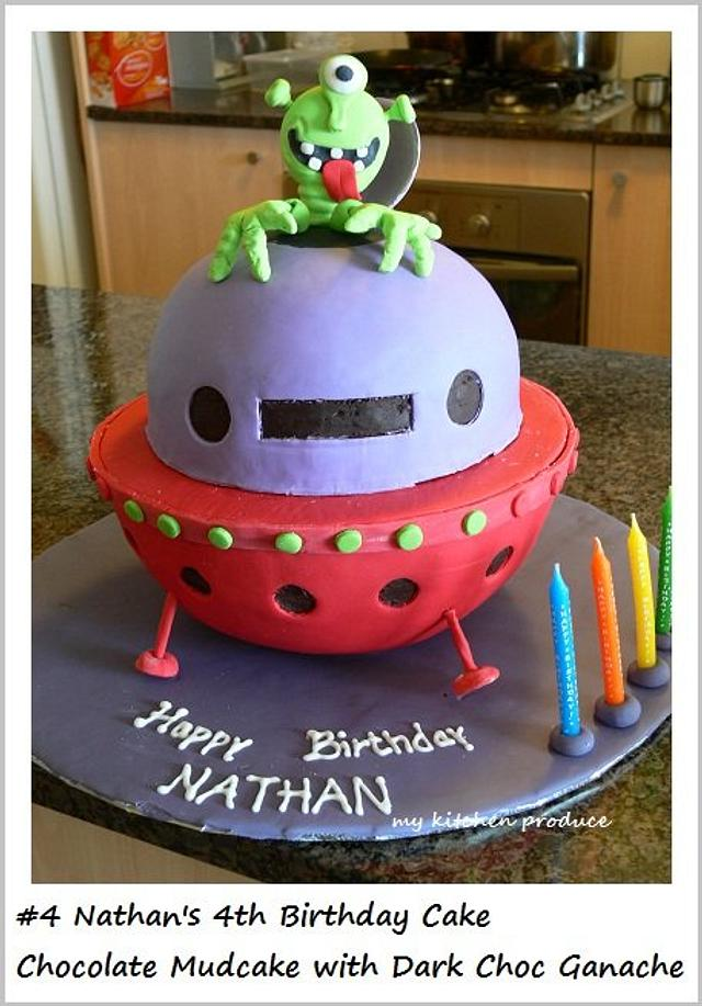 Spaceship cake with Alien
