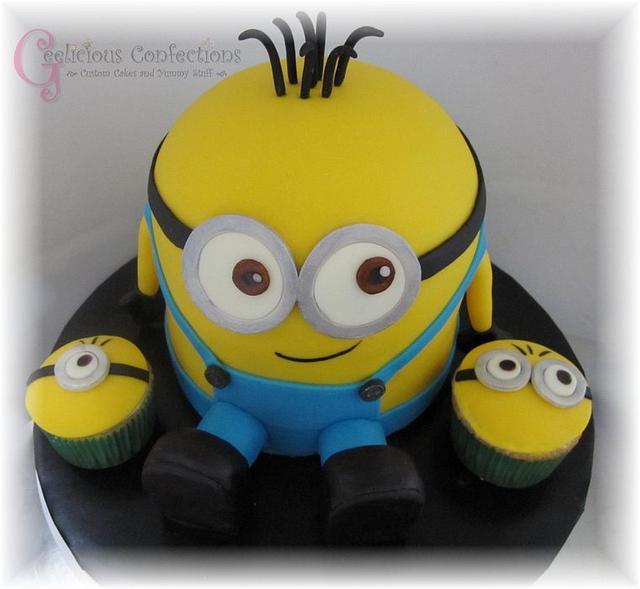 Minion Cake & Cupcakes