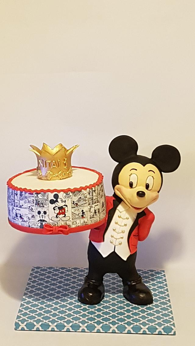 Mickey mouce gravity cake
