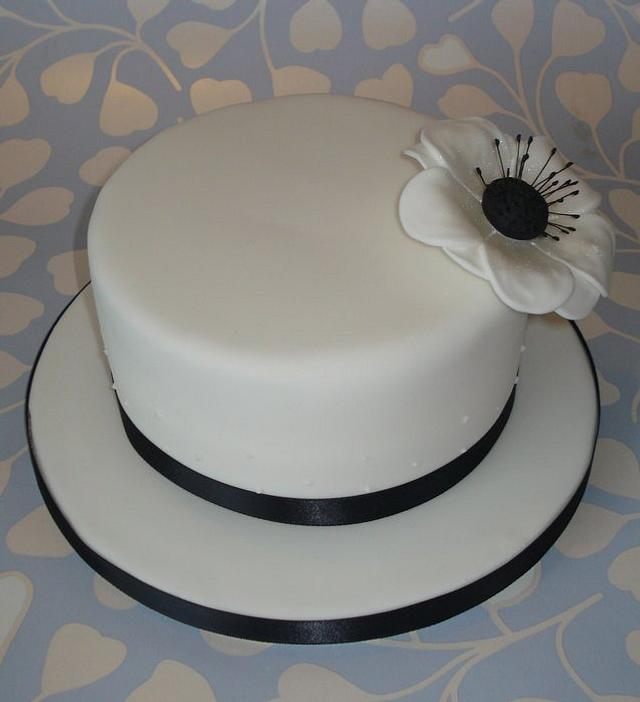 Simple black & white cake