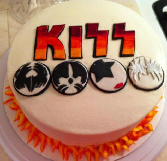 Kiss rock cake