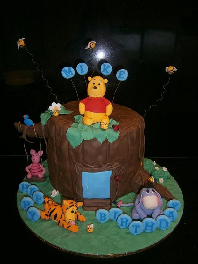 Winnie the Pooh Tree House cake