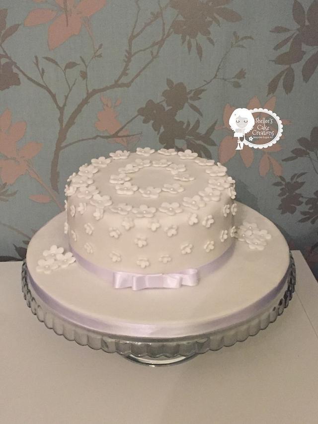 Simple white flower rememberance cake