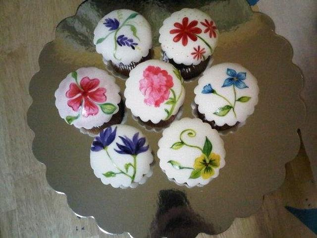 My Hand Paint Cupcakes! ;)