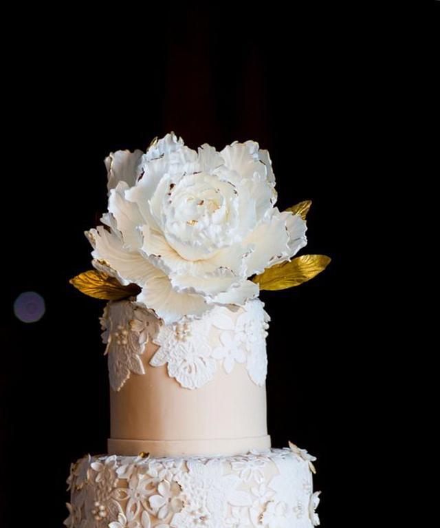 Sugar Lace and Sugar Flower Wedding Cake