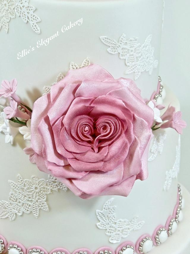 Dusky pink wedding cake with heart roses