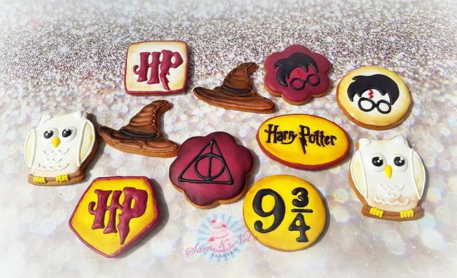Harry Potter icing cookies