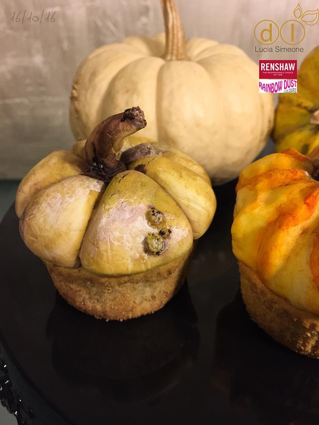 CUPCAKES or pumpkins?