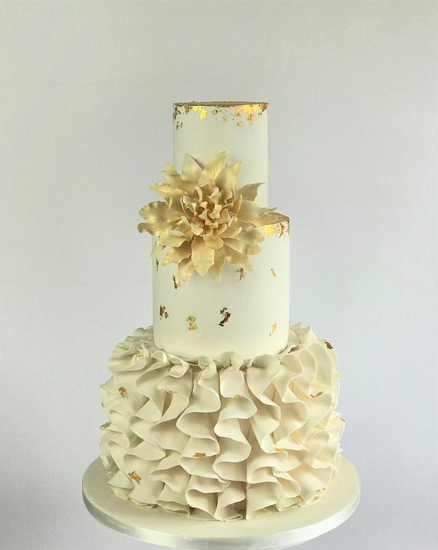 Dalia flower wedding cake