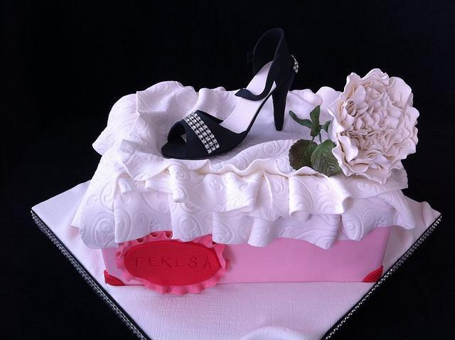 shoe box and david austin rose cake