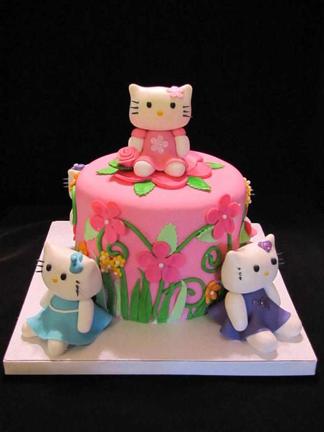 Hello Kitty(s) Cake