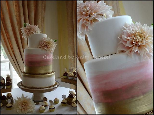 Rose gold wedding and cupcakes