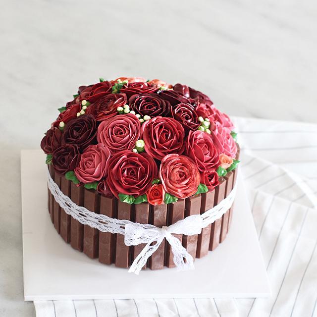 Red Red Roses Buttercream Cake
