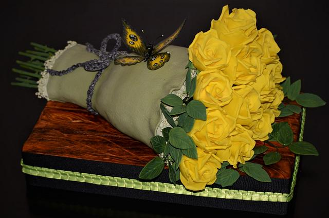Yellow roses bouquet cake