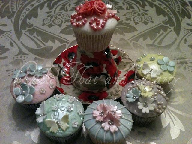 shabby chic/ vintage cupcakes