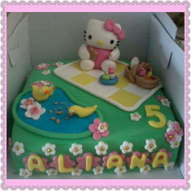 Hello kitty picknick cake