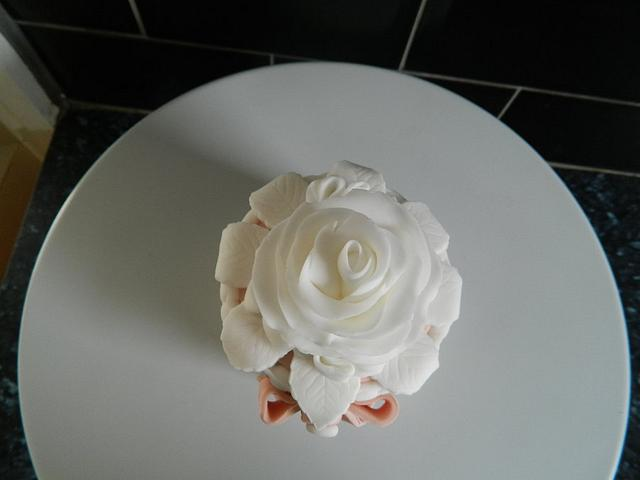 personal size rose and ribbons cake